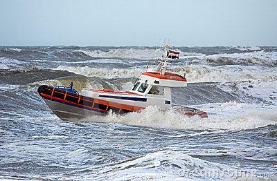 protetor-de-costa-durante-tempestade-2912554